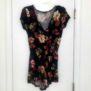Ambiance Romper Playsuit Floral Size Small NWOT